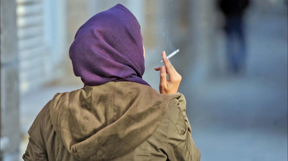 جولان دختران سیگاری در شهر ، پک های آخر جوانی