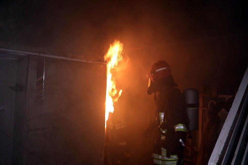 خبرنگاران چهار نفر از میان شعله های آتش در مشهد نجات یافتند