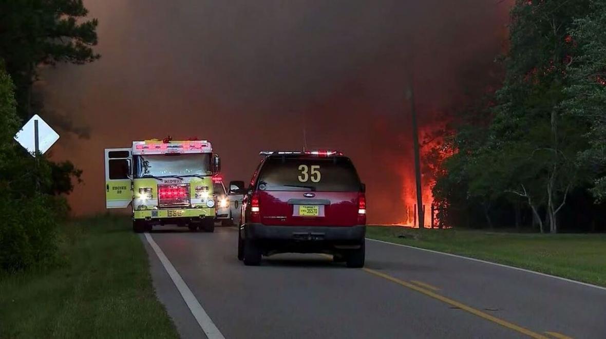 خبرنگاران آتش سوزی در فلوریدا هزاران نفر را بی خانمان کرد