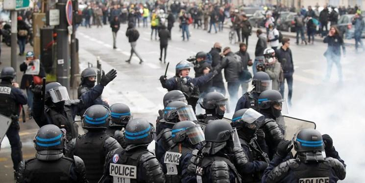 پلیس پاریس با گاز اشک آور از تجمع کنندگان مردمی استقبال کرد