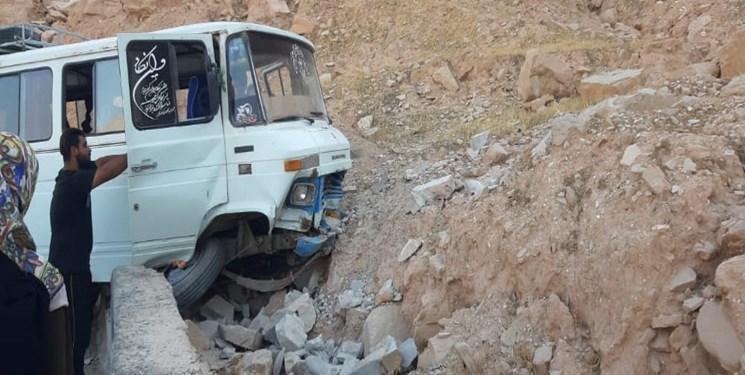 8 کشته و مصدوم در 2 تصادف جاده ای