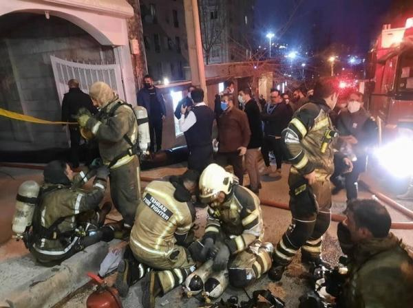 آتش سوزی شدید در ساختمان 35 واحدی، 4 خودرو در آتش سوخت