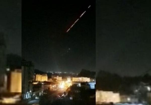 تیراندازی شدید نظامیان سعودی در کاخ منصور هادی در جنوب یمن، پرواز یک پهپاد بر فراز آسمان عدن