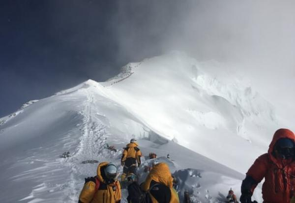 یک کوهنورد ایرانی در راه فتح اورست، کرونا مانع صعود نشد