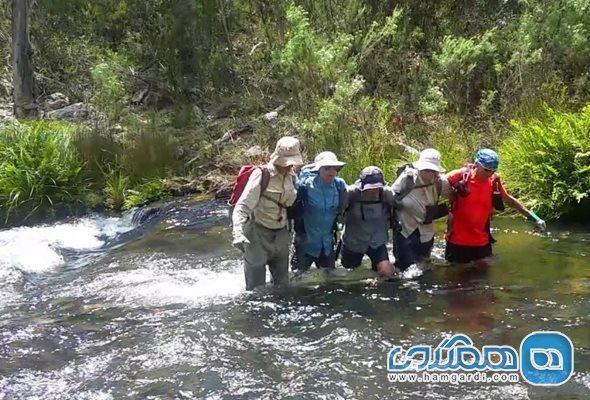 مهارت عبور از رودخانه در طبیعت گردی و نکاتی که باید بدانید